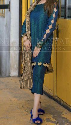 Kurti Sleeves Design, Sleeves Designs For Dresses, Kurti Neck Designs, Kurta Designs Women, Blouse Designs, Sleeve Designs, Designer Party Wear Dresses, Kurti Designs Party Wear, Indian Designer Outfits