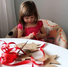 Udělejte si s námi vánoční výzdobu. Je to jednoduché, zrecyklujete krabici a zvládnete to i s malými dětmi.