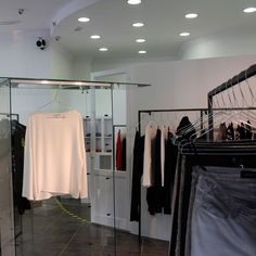 60% off on Helmut Lang: Luxury without opulence ‪#‎arropame‬ ‪#‎conceptstore‬ ‪#‎bilbao‬ ‪#‎fw2015‬ ‪#‎rebajas‬ ‪#‎fashion‬ ‪#‎sale‬ ‪#‎shopping‬ ‪#‎HelmutLang‬ http://arropame.com/helmut-lang-60/