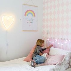 GOOD NIGHT •LIGHT• #mevrouwaardbei #neonlight #neonlamp #lamp #neon #stringlights #alittlelovelycompany #cute #pastel #kidsdecor #kidsshop #kidsstyle #sfeer #kids #girl