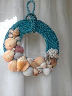 Seashell Wreath, Seashell Ornaments, Rope Crafts, Diy And Crafts, Arts And Crafts, Seashell Projects, Seashell Crafts, Shells And Sand, Sea Shells