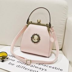 Cheap handbag show, Buy Quality handbag men directly from China handbag organizers Suppliers:    Material:PU    Weight : 0.4kg    Size: 18cm(Length)x18cm(Height)x10cm(Thickness) Package : 2 layers of st