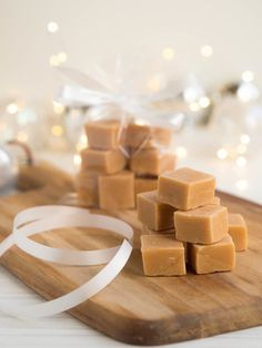 Täydellinen Valkosuklaafudge | Annin Uunissa Sweet Bakery, Homemade Candies, Something Sweet, Fudge, Delicious Desserts, Christmas Gifts, Food And Drink, Sweets, Candy