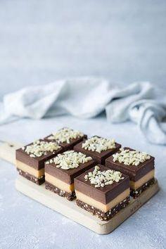 ... caramel brownie slice (gf/raw/paleo/vegan/dairy free) ...