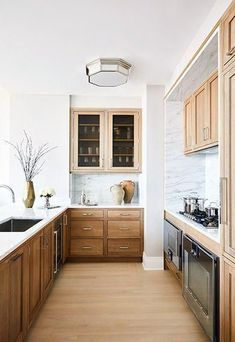 Marble backsplash with wood cabinets for a modern but timeless kitchen space #modernkitchen