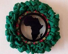 Afro, Diy Kwanzaa Decorations, Mesh Ribbon Wreaths, Door Wreaths, African Christmas, Deco Mesh Crafts, Happy Kwanzaa, Diy Wreath, Wreath Ideas