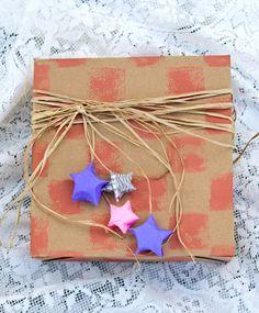 Estrelinhas de papel, como fazer e usar nos pacotes de presente - Vila do Artesão