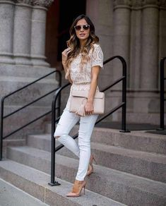 White lace top, white skinny jeans and blush pink accessories Mode Outfits, Casual Outfits, Fashion Outfits, Womens Fashion, Fashion Trends, Spring Summer Fashion, Spring Outfits, Looks Pinterest, Anna Wintour