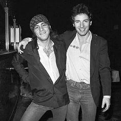 Bruce Springsteen and Steve Van Zandt Easy Listening Music, Good Music, Elvis Presley, 70s Rock And Roll, The Boss Bruce, Bruce Springsteen The Boss, The Music Man, E Street Band, Dancing In The Dark