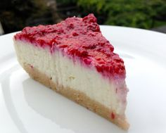 Protein cheesecake with raspberry