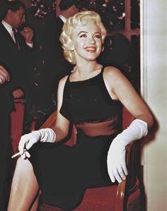 Dress up celebrity singers that smoke