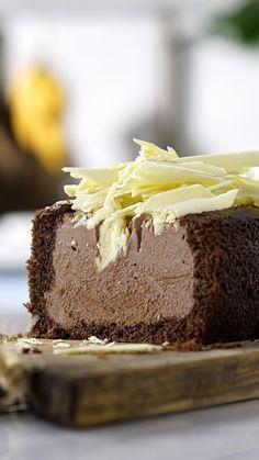 Bolo de chocolate já é uma delícia, com recheio de sorvete então fica mais gostoso ainda!
