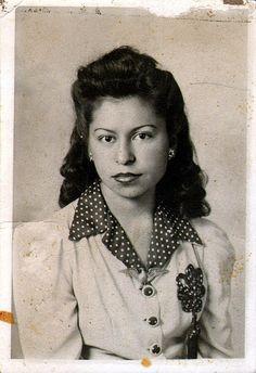 Pretty Latino women (1940's)