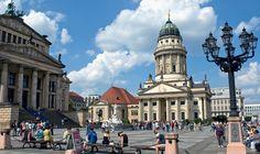 Η μεγαλύτερη σε έκταση και πληθυσμό πόλη της Γερμανίας, το άλλοτε σύμβολο του Ψυχρού Πολέμου, είναι σήμερα η πρωτεύουσα της χώρας αλλά και των νέων ευ