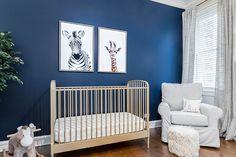 Ideias criativas e fáceis para a decoração da casa nova Cribs, Bed, Furniture, Home Decor, New Ideas, Diy Creative Ideas, Couple Style, Yellow Couch, Blue Walls