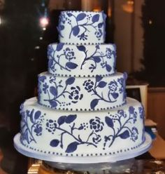 Google Image Result for http://www.wedding-planning-101.com/image-files/black_and_white_scroll_wedding_cake.jpg
