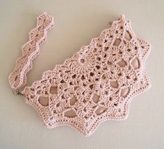 Crochet Shell Clutch