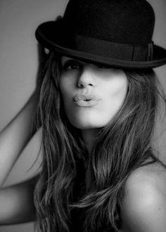 Black and White Portrait Penelope Cruz, Black And White Portraits, Black White Photos, Portrait Photography, Fashion Photography, Wearing A Hat, Foto Art, Love Hat, Foto Pose