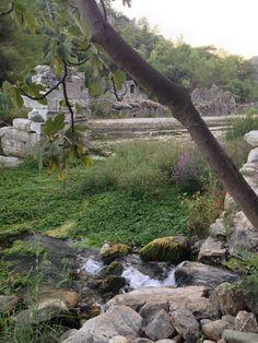Die Stadt fiel seit etwa 1200 in eine Art Dornröschenschlaf und dämmerte verlassen vor sich hin. Die antiken Gebäude, Bäder und Tempel wurden teilweise verschüttet oder einfach von der üppigen Vegetation überwuchert. Türkische Nomaden nutzten einige Bauten, um im Winter mit ihren Herden hier zu wohnen, bevor sie im Sommer wieder auf die Almen in das Taurusgebirge zogen.