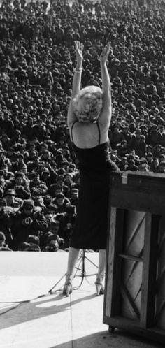 Marilyn Monroe in Korea to entertain the troops - February 1954