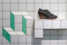 Azulejos 10x10 generan efectos ópticos jugando con el formato, el color y cambios de plano