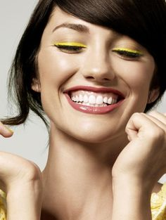 Who would have thought? This bright yellow liner looks so cute! #beauty