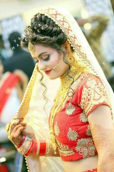 Hairs style indian wear in 2019 indian bridal makeup, indian Indian Wedding Makeup, Indian Wedding Bride, Indian Bridal Wear, Indian Wear, Indian Wedding Couple Photography, Wedding Photography Poses, Indian Bridal Hairstyles, Bride Hairstyles, Bridal Makeup Looks