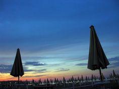 Spiaggia di Fano a calar del sole - pic by Renato Agostini - #sea #beach #vacanze #mare #spiaggia #pesaro #urbino Renoir, Fighter Jets, Aircraft, Italy, Aviation, Italia, Plane, Airplane, Planes