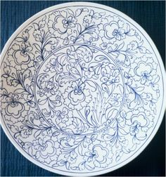 . Clay Plates, Ceramic Plates, Tile Patterns, Embroidery Patterns, Doodle Art Designs, Persian Motifs, Blue Pottery, Stencil, Butterfly Wallpaper