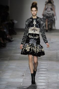 London Fashion Week Fall 2012 Runway Looks - Best Fall 2012 Runway Fashion - Harper's BAZAAR