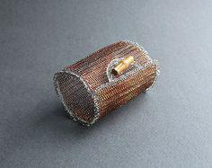 Bracciale extra largo - filo di rame all'uncinetto istruzione Bracciale-grassetto metallo braccialetto industriale eclettico con bambù pulsante-Wire Jewelry