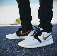 "Nike Roshe Run Hyperfuse PRM QS ""Gold Trophy Pack"""