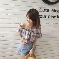 deformation plated blouse 1488サイズ:ワンサイズ着丈60 バスト104画像を参考にお好きなカラーをお選び下さい☆発着期間:10日〜3週間でお届けします。Shopの注意事項をよく読んでから、ご購入をお願い致します♪( ´▽`)キーワード:韓国ファッション、変形シャツ、チェックブラウス、オフショルダー、夏物、夏服