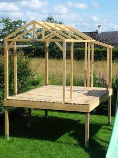 make wooden garden shed build shelter - hut Backyard Fort, Backyard Playground, Backyard Landscaping, Cubby Houses, Play Houses, Tree House Plans, Backyard Playhouse, Wooden Playhouse, Tree House Designs