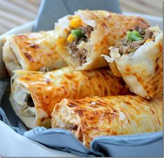 Chaussons de viande hachée aux légumes Ingrédients: -1 échalote -1 gousse d'ail -2 c à s d'huile