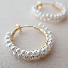 プチパールのフープイヤリング | Holiday jewelry