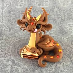 Pumpkin Spice Polymer Clay Dragon, Polymer Clay Kawaii, Polymer Clay Figures, Polymer Clay Animals, Fimo Clay, Polymer Clay Creations, Polymer Clay Crafts, Sculpture Clay, Sculptures