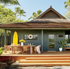 This Hip Maui Bungalow Is a Surfer's Paradise House Maui Decor This Hip Maui Bungalow Is a Surfer's Paradise Surf Shack, Beach Shack, Beach Cottage Style, Beach Cottage Decor, Coastal Cottage, Casas The Sims 4, Surf House, Hawaii Homes, Beach Homes