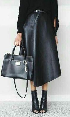 Look Fashion, Winter Fashion, Fashion Outfits, Womens Fashion, Daily Fashion, Fashion Shoes, Fashion Tips, Super Moda, Leather Midi Skirt