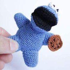 A simple #cookiemonster porque barato nao significa feio! #cute #mostrodasbolachas #cookie #monster #blueguy #love #crochet #croche #artesanato #portugal #amigurumi #madewithlove #madeinportugal
