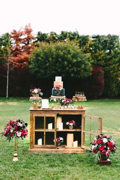 Wedding Inspiration with Black and Red Colour Scheme & Gold Accents (Rock My Wedding) Rehearsal Dinner Inspiration, Wedding Inspiration, Wedding Cake Designs, Wedding Cake Toppers, Wedding Cakes, Destination Wedding Planner, Wedding Planning, Red Color Schemes, Red Wedding Flowers