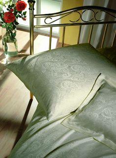 silk-bedware-cellini-design-seidenbettwaesche-057 #Silk pillow case, bedsheet and duvet cover made in Germany by #Cellini Design. Custom sizes possible. #Seidenbettwäsche aus reiner #Seide von #Spinnhütte Cellini Design aus Deutschland.