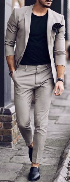 Classy street style looks for men. Classy street style looks for men. Italian Street Style, Classy Street Style, Classy Style, Trendy Style, La Mode Masculine, Masculine Style, Herren Outfit, Mens Fashion Suits, Classy Mens Fashion