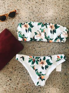 Cute two-piece strapless bikini with flower pattern SummerYou can find Summer bikinis and more on our website.Cute two-piece strapless bikini with flower pattern Summer Bathing Suits For Teens, Summer Bathing Suits, Cute Bathing Suits, Summer Suits, Bathing Suit Covers, Cute Swimsuits, Cute Bikinis, Women Swimsuits, Summer Bikinis
