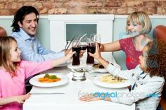 Having lunch or dinner together with family members - News - Bubblews