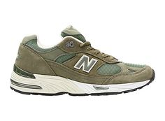 To wear the New Balance 991 is to wear a piece of athletic heritage. Crafted…