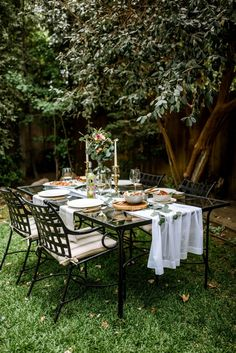How to Throw a Last Minute Dinner Party | M Loves M Fresco, Deck Makeover, Outdoor Dining, Outdoor Decor, Outside Patio, Outdoor Entertaining, Porch Decorating, Decor Interior Design, Home Decor Trends