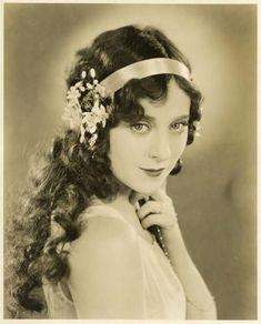 1920s Flowers Hair Headband Jo Design 400x497 Pixel