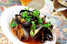 The Comfort of Cooking » Steamed Mussels in White Wine and Tomato Sauce