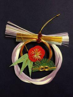 12水引お正月飾り Japanese Tea House, Japanese New Year, Japanese Art, Japanese Style, Jobs In Art, Gift Wraping, Weaving Designs, New Years Decorations, Weaving Art